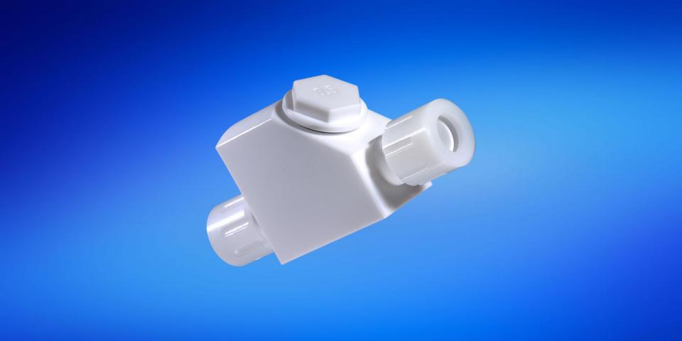strainers made of PTFE with flare connections